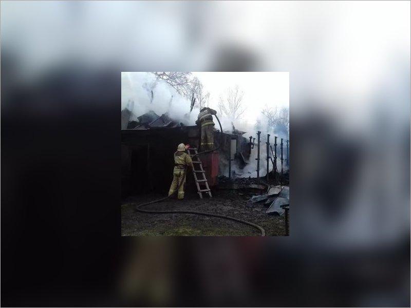 Пожарные тушили дом в новозыбковском селе Верещаки больше часа