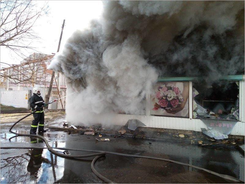 В Навле утром сгорел продуктовый киоск