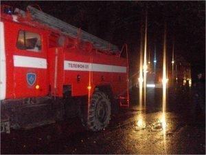 Брасовские пожарные ночью были вынуждены эвакуировать подъезд из-за горящей квартиры