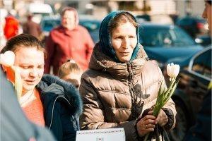 Брянск занял второе место в рейтинге городов, женщины в которых чаще всего получают цветы