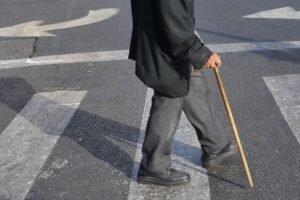 Полиция ищет очевидцев наезда на старика на улице Медведева в Бежице
