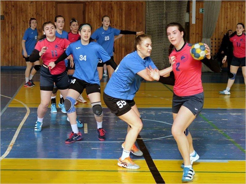 Сельцовский «Сокол» лидирует вместе с петербурженками в гандбольной первой лиге