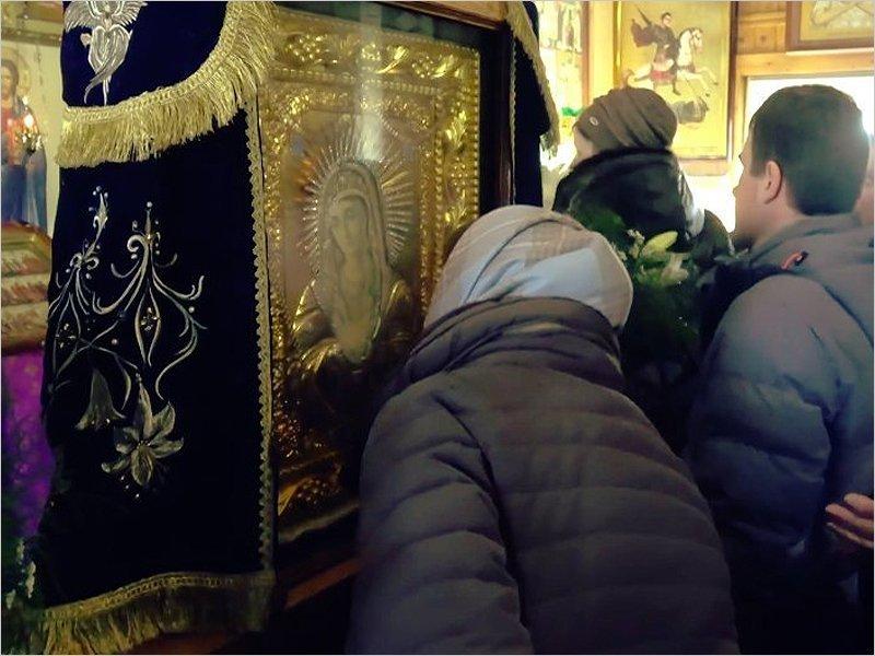 В Москву для борьбы с коронавирусом привезена Локотская икона Божьей матери «Умиление»