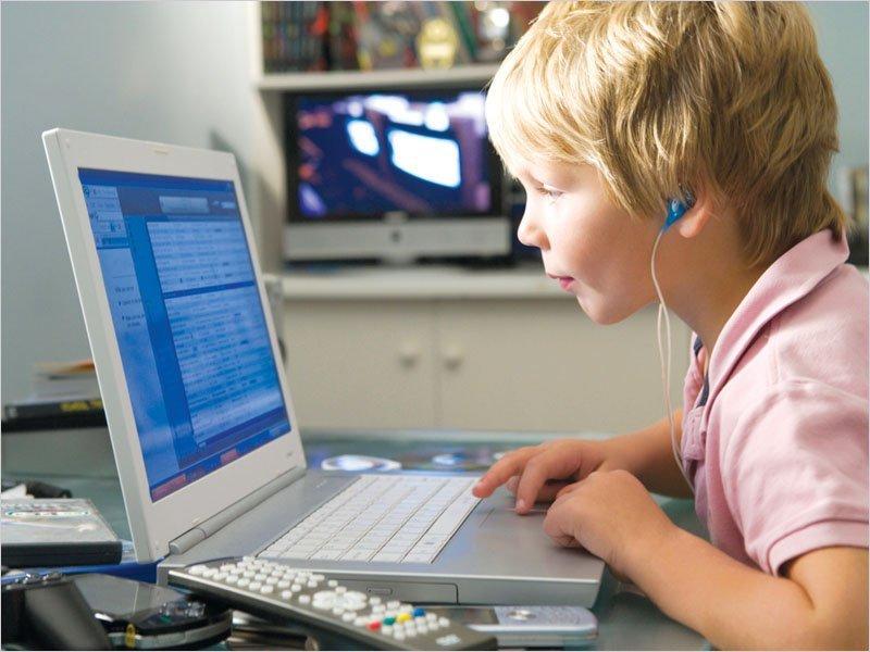 В помощь брянским родителям: как организовать обучение школьника из дома на время карантина