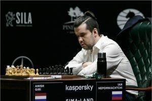 Ян Непомнящий стартовал на турнире претендентов с победы над Анишем Гири