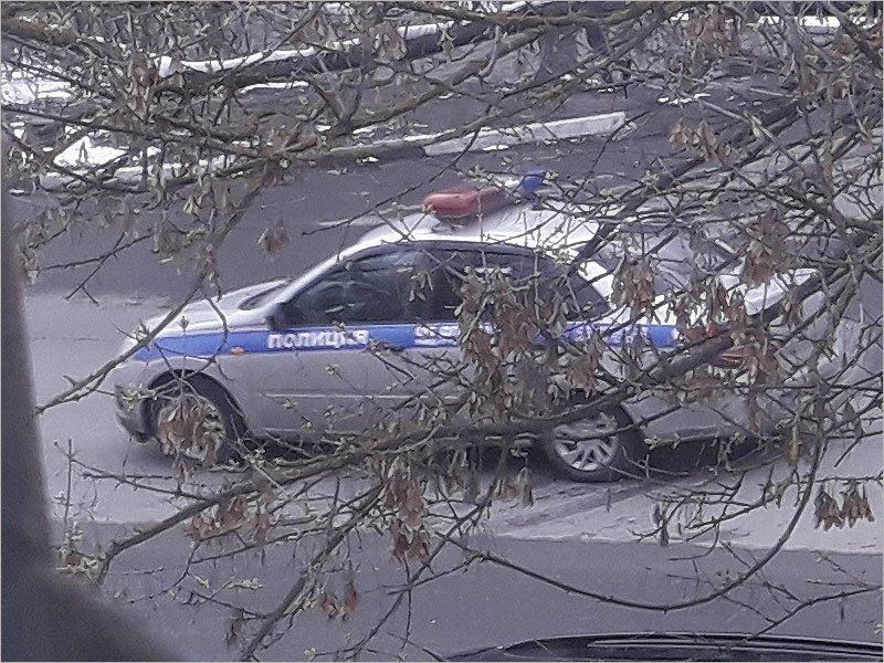 Брянская полиция с помощью громкой связи просит горожан быть дома