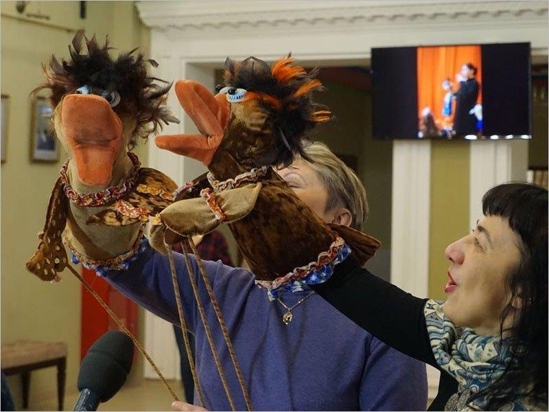 Брянский театр кукол встречает профессиональный праздник в делах и карантине