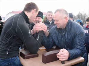 Александр Богомаз повеселился на Масленицу в родном Стародубе