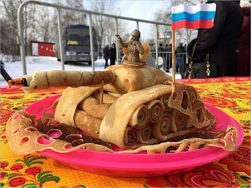 «И танки наши быстры»: в Брянске лепят боевые машины из блинов и пива