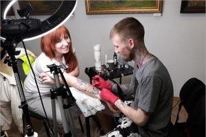 Брянские тату-мастера заработали деньги для детей из приёмника-распределителя