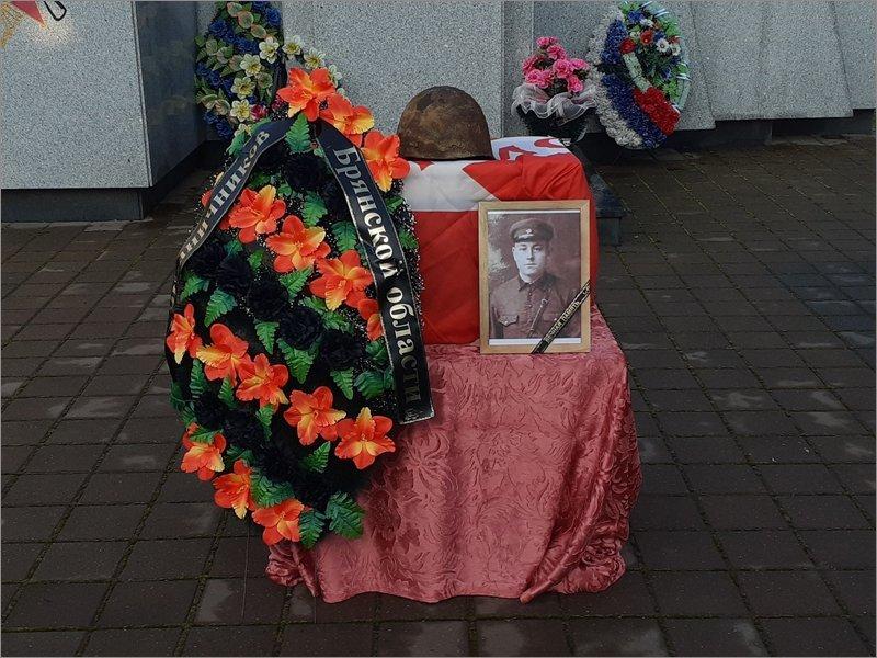 Останки красноармейца торжественно переданы в Брянской области его родственникам с Украины