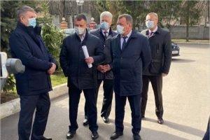 Брянский губернатор впервые появился на публике в маске