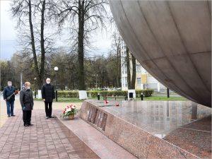 Годовщину с момента аварии на Чернобыльской АЭС в Брянске отметили возложением цветов к «Шару»