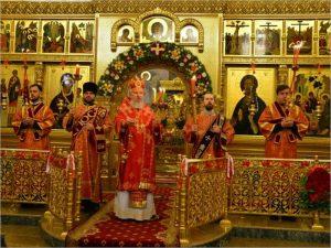 По храмам Брянской епархии разошёлся Благодатный огонь