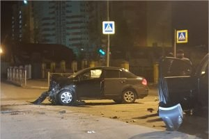 В ночном ДТП на пустой дороге в Брянске пострадала девушка-водитель