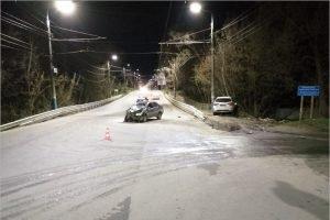 В Брянске водитель не уступил дорогу, покалечился сам и травмировал пассажирку
