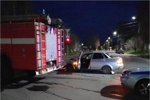 В Климово «Приора» врезалась в пожарную машину. Пострадала молодая женщина