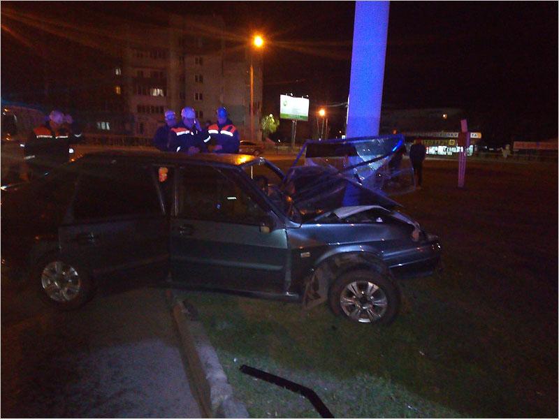 В Брянске на кольце у Телецентра пьяный водитель «девятки» заехал в столб
