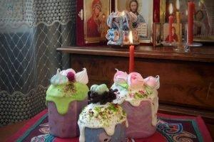 «Прекрасная Зелёная» кондитерская печёт на Пасху разноцветные куличи