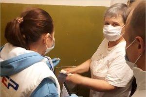 Волонтёры «ЕР» в Брянске доставляли пожилым людям продукты и лекарства. И дарили цветы