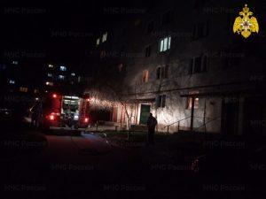 В клинцовской многоэтажке выгорела квартира — вторая за один вечер. Жертв нет