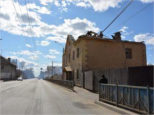 В Брянске снесены три двухэтажных дома у кольцевой развязки на Полтиннике