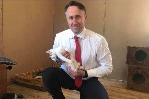 Депутат облдумы привёз корм в приют для бездомных животных