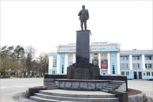 Брянск встретил 150-летие Ленина открытием памятника вождю мирового пролетариата