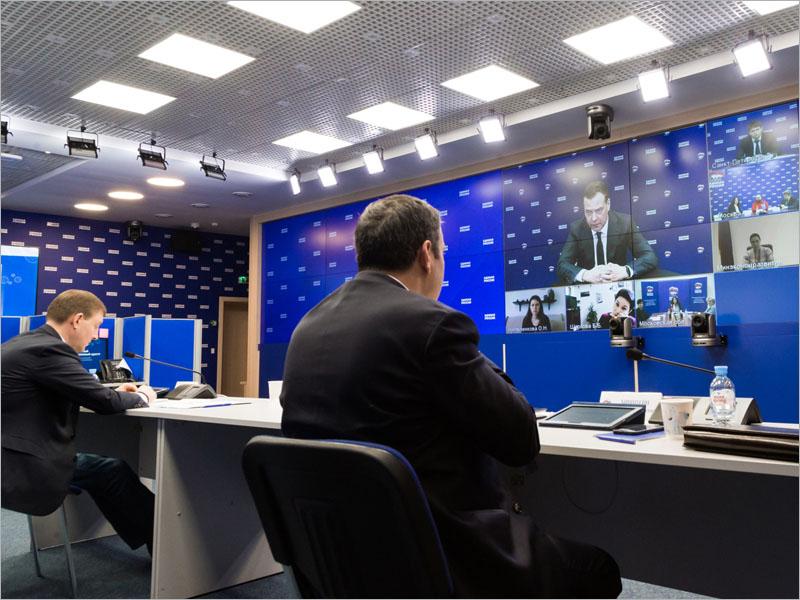 Дмитрий Медведев провёл онлайн-приём граждан — и намерен «периодически возвращаться» к этому формату