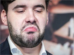 Ян Непомнящий уступил Карлсену в первом матче финала Legends of Chess