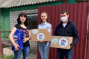 Депутат Брянской облдумы вручил многодетной семье продукты и ноутбук