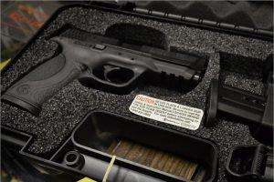 Навлинские прокуроры обнаружили оружие в интернете