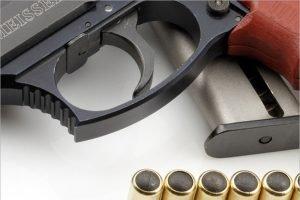Выгоничские прокуроры наткнулись на оружие в интернете