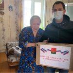 Депутат Брянского горсовета доставил продуктовые наборы «самоизолянтам» — одинокой пенсионерке и многодетной семье