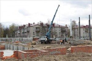 В бассейне Фокинского района Брянска доделали фундамент и цокольный этаж