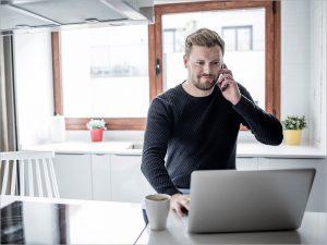 Онлайн-репетиторы, операторы колл-центра, уборщики: сферы и профессии с возможностью быстрого поиска подработки