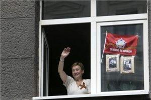 «Окна Победы», «Поём двором» и виртуальный «Бессмертный полк»: самоизоляционное празднование 75-летия Победы