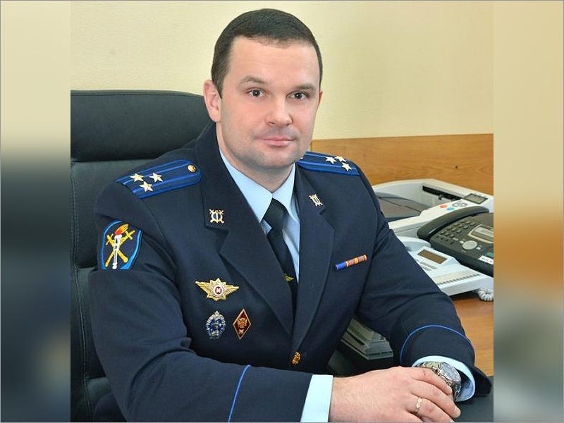 Обвиняемый во взятке офицер брянского УМВД Сергей Артёмов останется в СИЗО ещё на два месяца