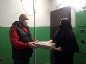 Многодетной семье из Клинцов вручён ноутбук от депутатов облдумы
