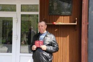 Брат клинцовского героя-подводника получил его посмертный орден Мужества