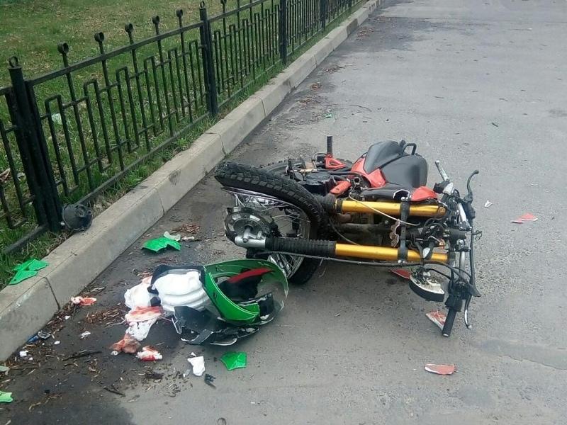 В Сельцо пьяный мотоциклист не заметил забор. Тот оказался прочнее мотоциклиста