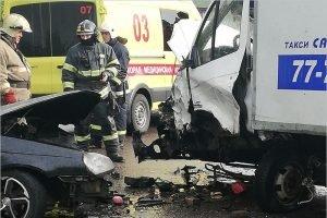 В ДТП около старого кладбища в Брянске травмы головы получили оба водителя
