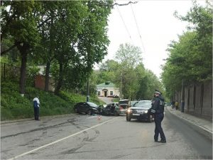 В лобовом столкновении в Брянске женщина получила тяжёлые травмы головы