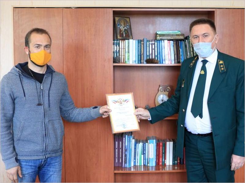 В брянском управлении лесами наградили туристов, спасших лес от пожара