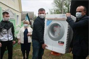 Депутаты Брянской облдумы оказали матпомощь погорельцам