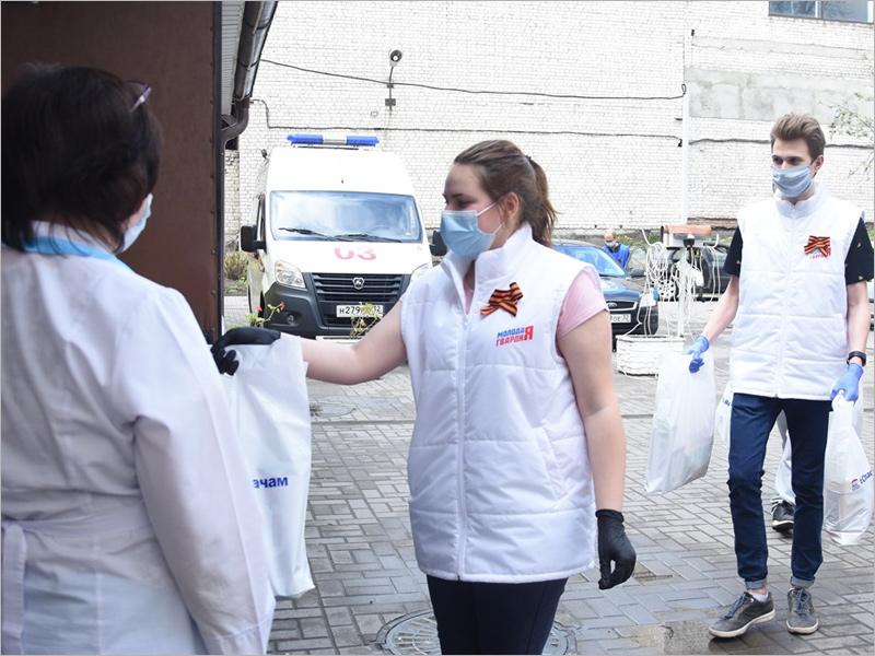 Врачам скорой помощи в Брянске переданы продовольственные наборы к чаю