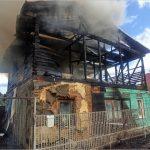 В Брянске сгорел двухэтажный частный дом
