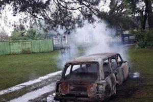 В Дятьково ночью сгорела легковая «четвёрка»