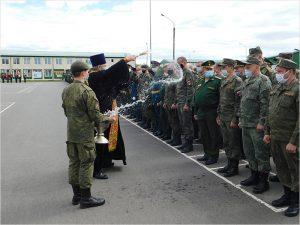Город Клинцы отметил День Победы настоящим военным парадом