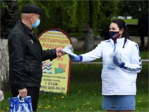 Молодогвардейцы в Брянске бесплатно раздают медицинские маски